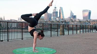 Rocket Yoga: versatilidad y desafío en la esterilla