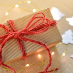 gift-box-christmas-bow-present-holiday-1418246-pxhere.com